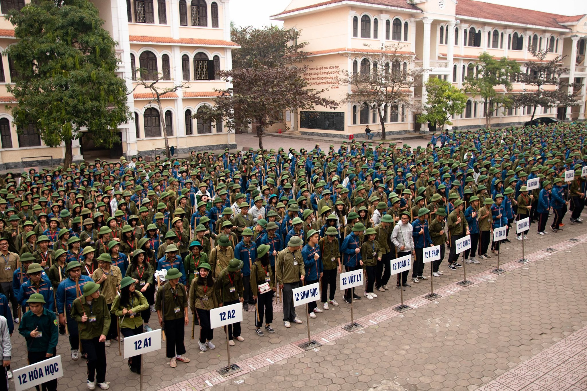 Hoàn thành thắng lợi đợt học quân sự thứ hai, năm học 2019-2020