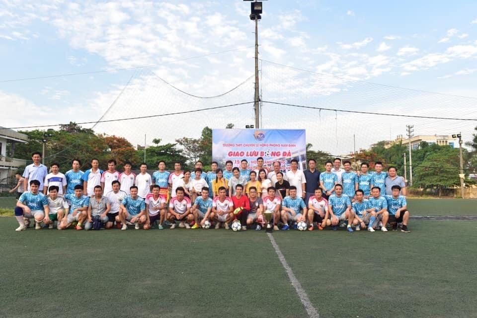 Giao lưu bóng đá giữa cựu học sinh Lê Hồng Phong khóa 2003 –2006 và các thầy giáo trường THPT chuyên Lê Hồng Phong