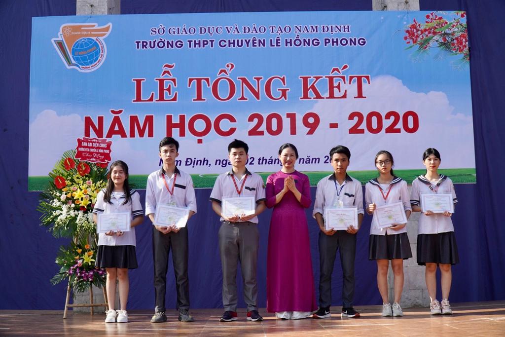 Trường THPT chuyên Lê Hồng Phong - Nam Định tổ chức Lễ Tổng kết năm học 2019 – 2020