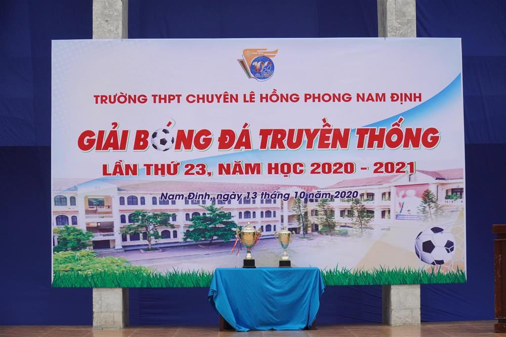 Giải bóng đá truyền thống trường THPT chuyên Lê Hồng Phong lần thứ 23: Chinh phục Cup vàng nơi mái trường trăm tuổi