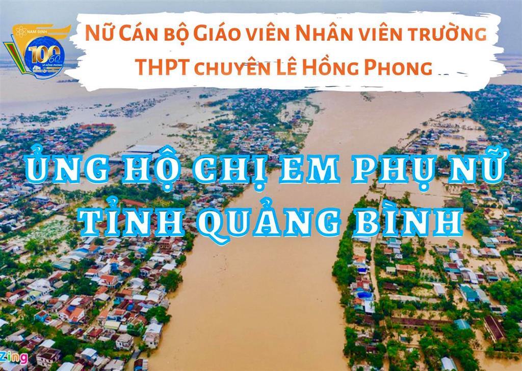 Nữ cán bộ giáo viên, nhân viên trường THPT chuyên Lê Hồng Phong, Nam Định ủng hộ chị em phụ nữ tỉnh Quảng Bình
