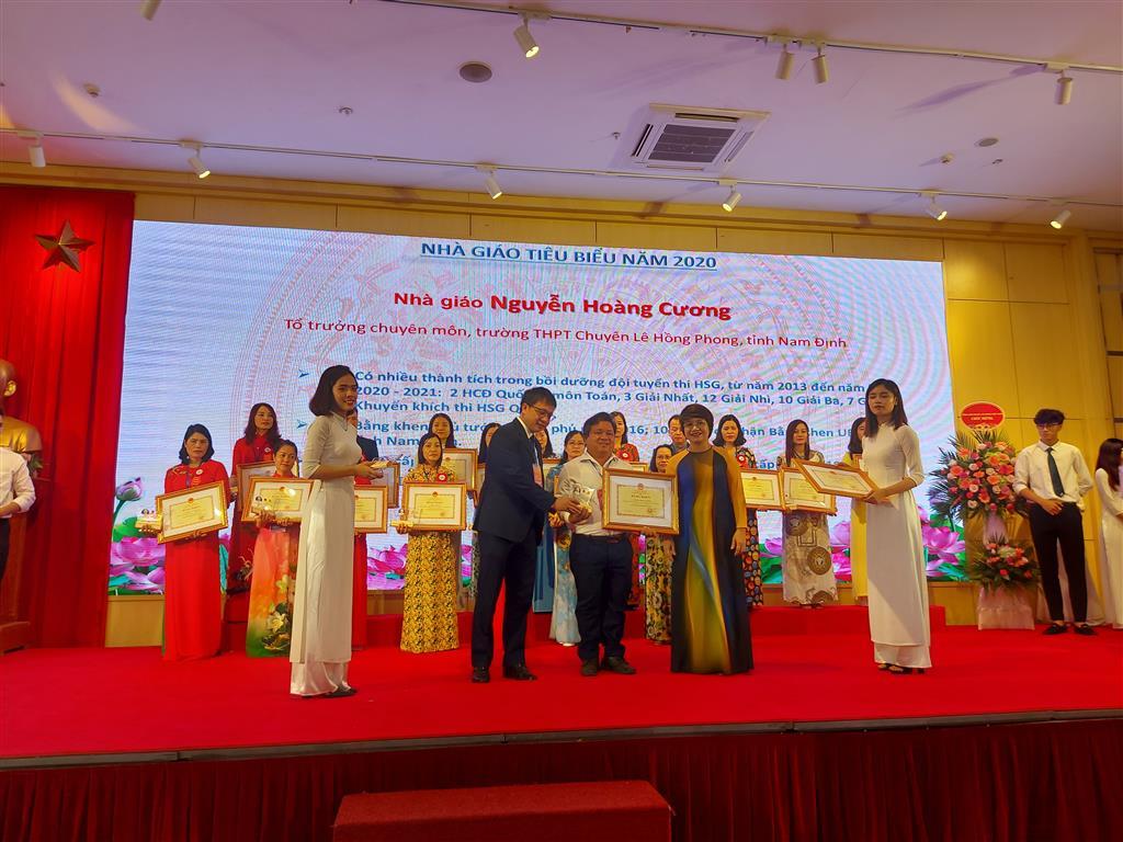 Bộ GD&ĐT và CĐGDVN tôn vinh Nhà giáo tiêu biểu năm 2020
