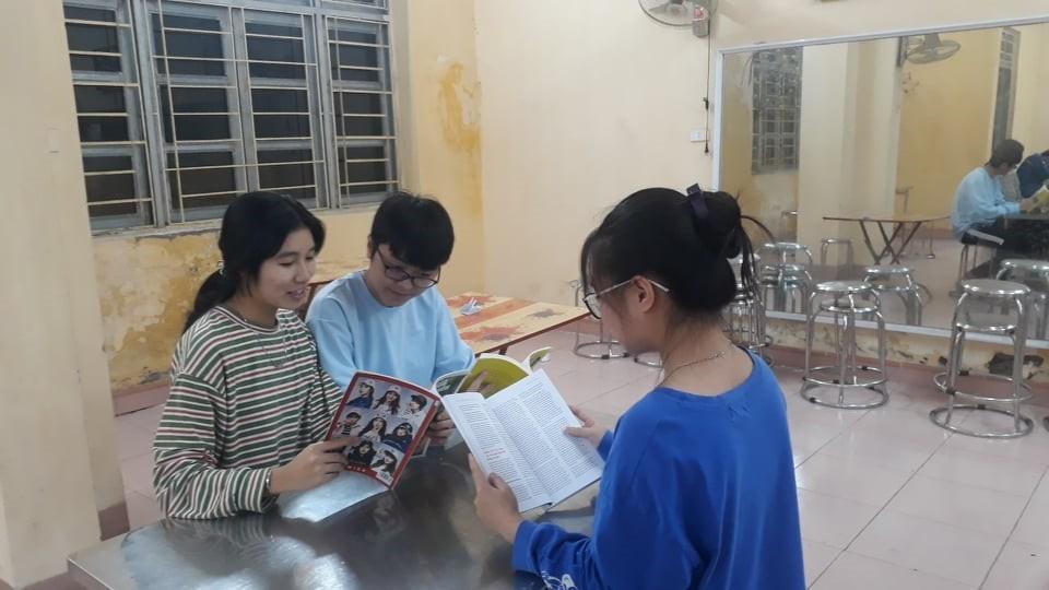 """Trường THPT chuyên Lê Hồng Phong: Triển khai xây dựng """"tủ sách nội trú"""" – Thúc đẩy đam mê đọc sách trong học sinh nội trú"""