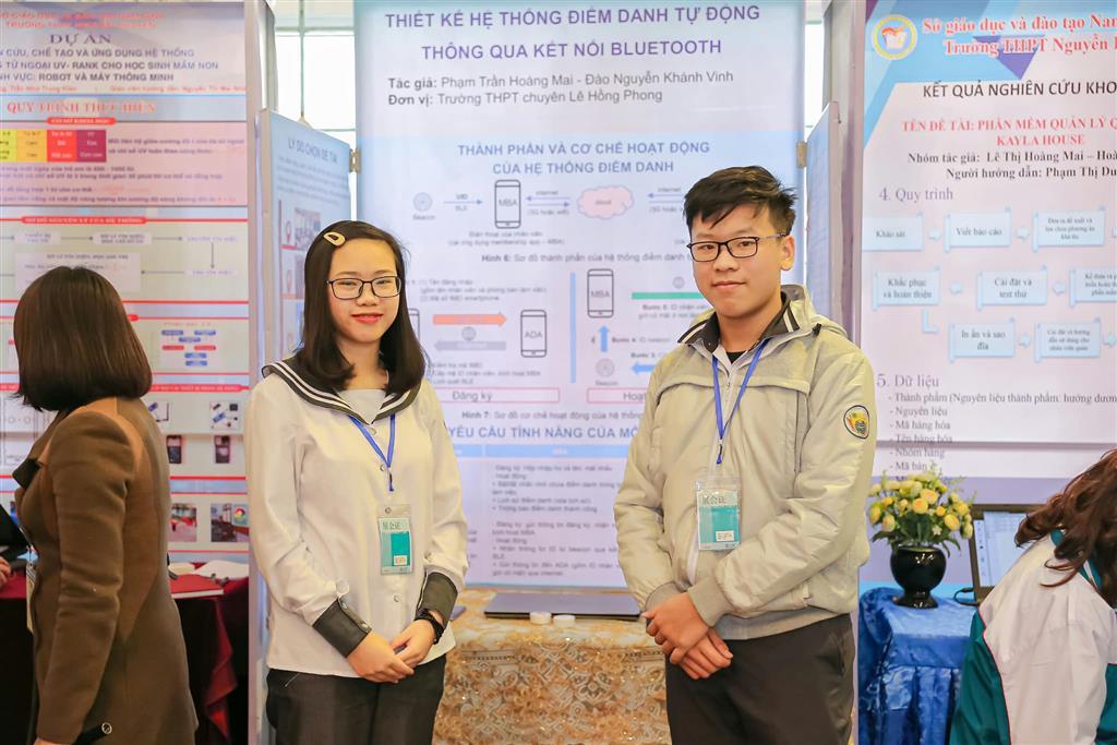 """Học sinh trường THPT chuyên Lê Hồng Phong tham gia Ngày hội STEM và cuộc thi """"Khoa học kĩ thuật dành cho học sinh phổ thông"""" năm học 2020 - 2021"""