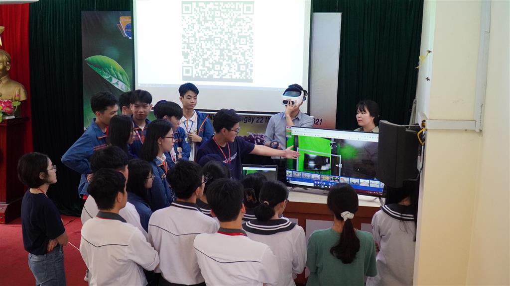 Chương trình Tư vấn hướng nghiệp của Trường Đại học VinUni  tại Trường THPT chuyên Lê Hồng Phong